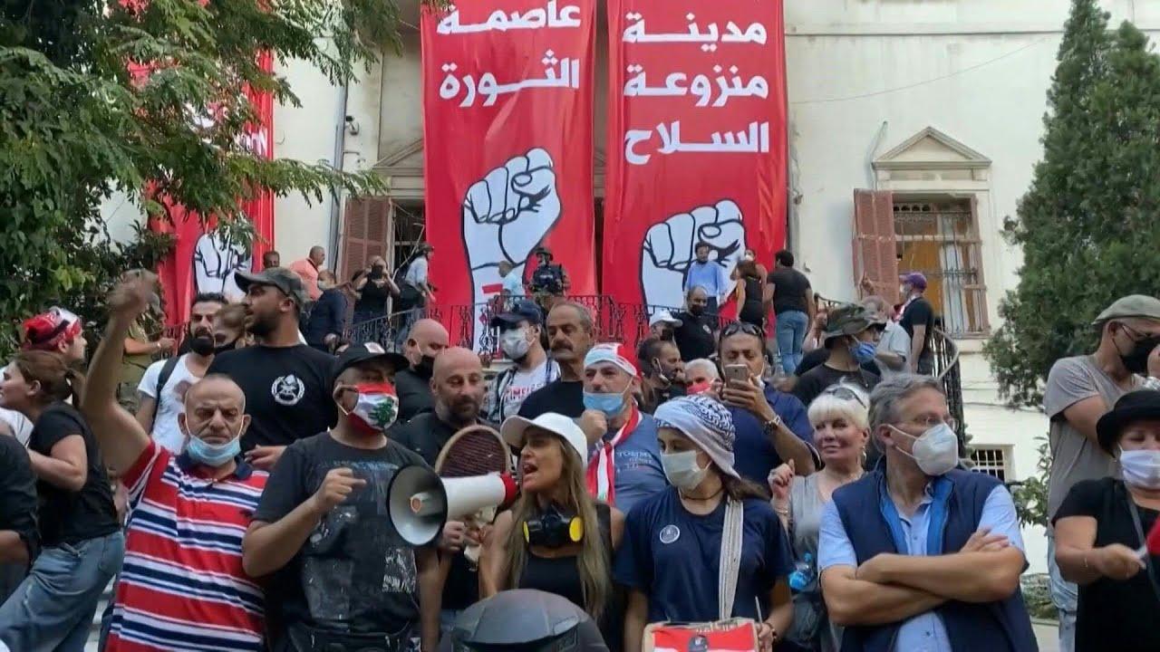 مواجهات في بيروت بعد انفجار المرفأ ومحتجون يقتحمون الخارجية ودياب يقترح انتخابات مبكرة | AFP