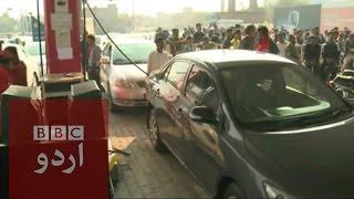 پیٹرول پمپوں پر قطاریں لوگ پریشان bbc urdu