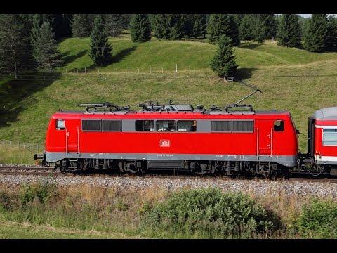 Züge auf der Mittenwaldbahn  Br 111 in den Buckelwiesen von Klais am 28.07.13