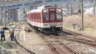 近鉄吉野線・JR和歌山線2番ホームに6400系急行が到着