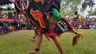 angkarnya - Perang celeng gembel di tengah lapangan - Jaranan Putro Bathoro live mojo kediri