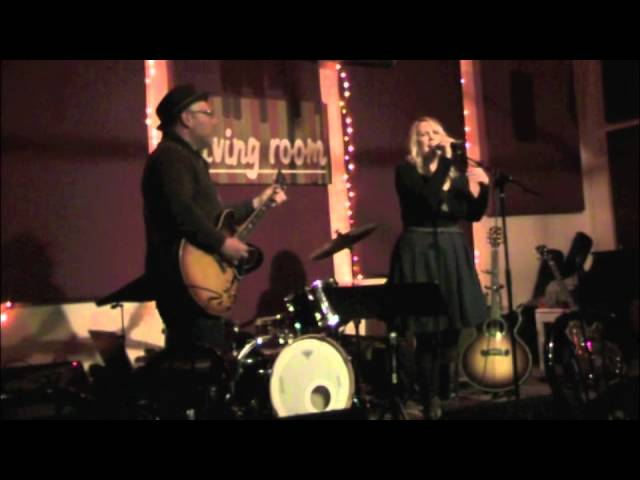 """Circle the Night"" / Mary Bragg with Adam Levy / Live at The Living Room"