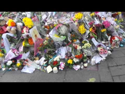 David Bowie flowers at mural in Brixton London 13 01 2016 (1)