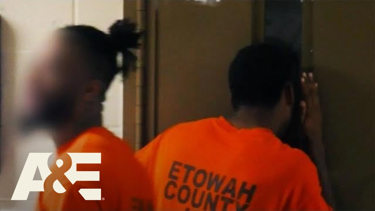 Download 60 Days In: Officer Locks Himself In Cell With 3 Inmates (Season 6) | A&E
