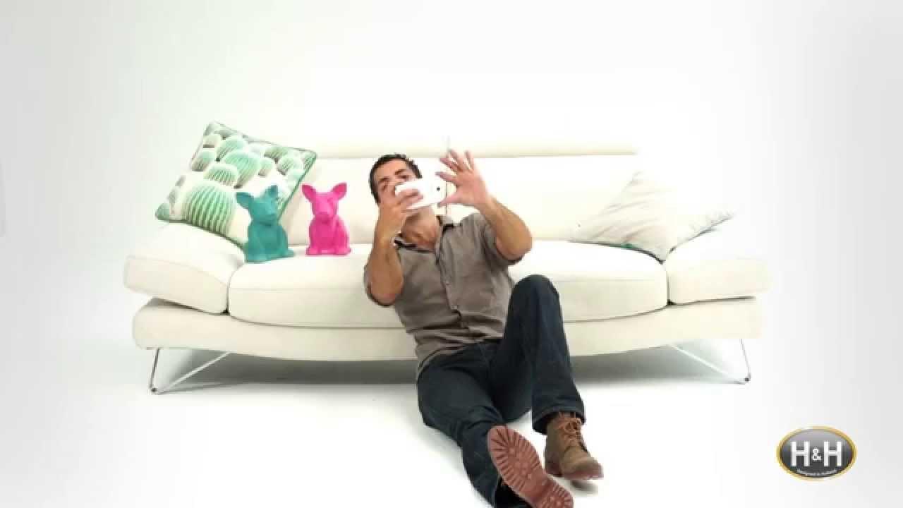 la premi re pub cran tactile vous allez en tomber de. Black Bedroom Furniture Sets. Home Design Ideas