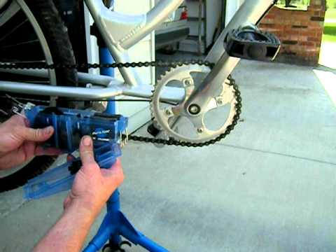 Bicycle Chain Cleaner - Park Tool CM-5 and PCS-10 bike stand