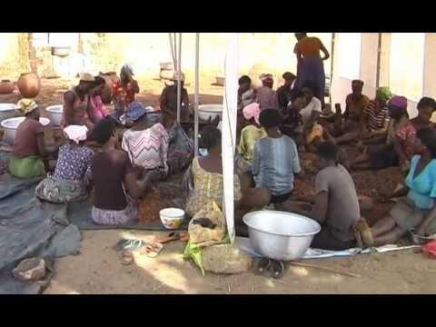 Ghana organic/bio Sheabutter Herstellung/production 2 Shea butter Women Cooperative Mavis Asigre