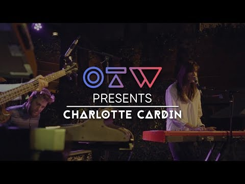 "Charlotte Cardin - ""Main Girl"" Live + Interview 