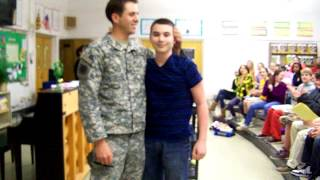 Solr Nick home from Afghanistan surprises brother Dimitri in school