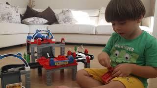 beyazıt aras oyuncak arabalar seti ile oynadı ucar city