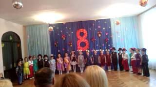 Марианни всего 5 лет..очень красивий танець...Ковбої