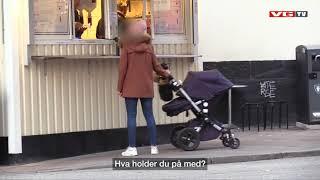 Skjult kamera: Mads Hansen som pølseselger i Sverige