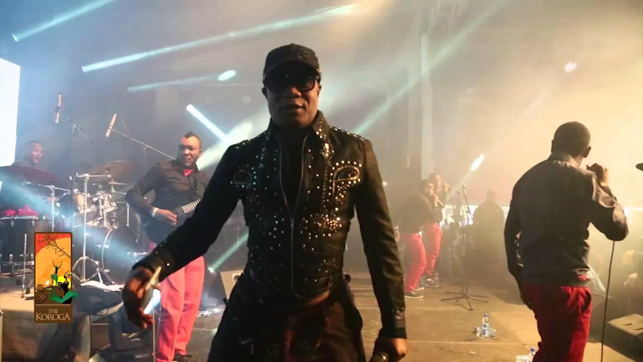 koffi olomide performs intro dance koroga