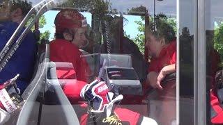 """""""Смотрите, Кучеров едет в икарусе!"""" После тренировки сборной России хоккеисты уезжают на автобусе"""