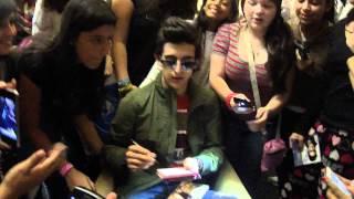 Piero con fans en Caracas