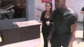 [VIDEO] - Kanye West Fights And Attacks The Paparazzi Into Street Pole