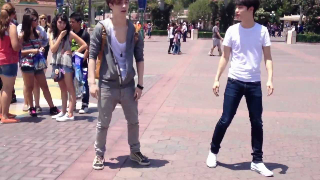 Download EXO K AND M @DISNEY LAND [Lay & D.O dance to MAMA]