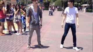 EXO K AND M @DISNEY LAND [Lay & D.O dance to MAMA]