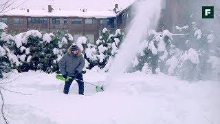 Как легко почистить снег? Обзор аккумуляторных снегоуборщиков и лопат