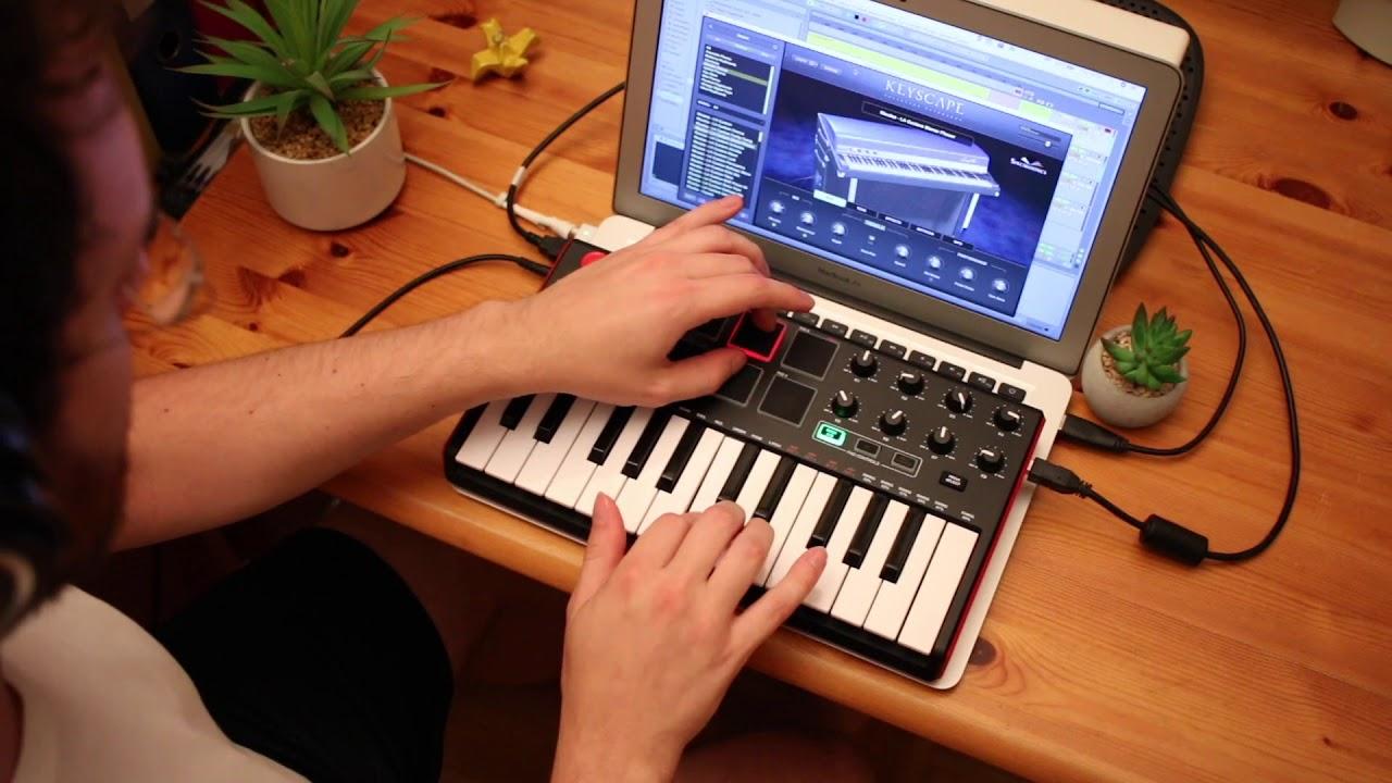 Akai MPK Mini Mk 2 (Performance) - Using Drum Pads for Bass Parts