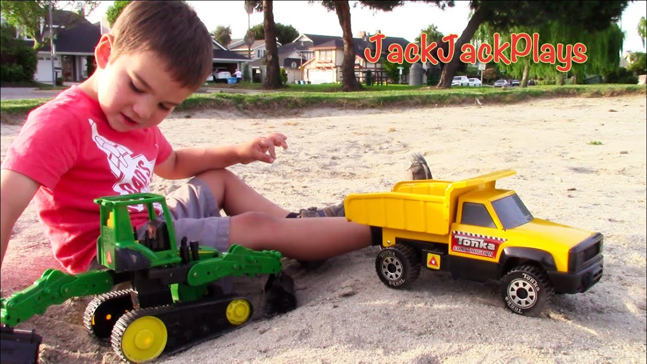 Tonka Dump Truck for Kids - Unboxing, Playing, Digging ...
