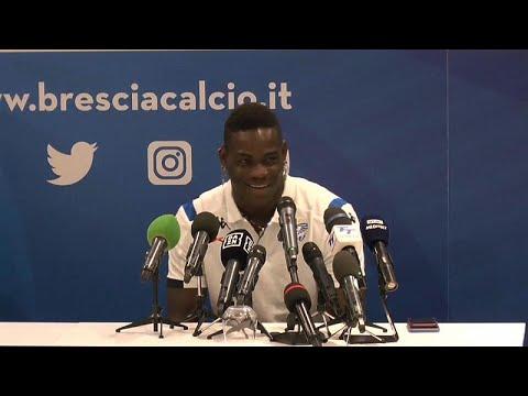 Mario Balotelli feliz no regresso a casa