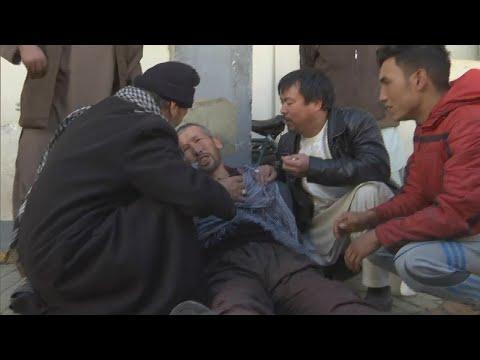 Ataques terroristas mataram 30 pessoas no Afeganistão nesta segunda   SBT Brasil (30/04/18)