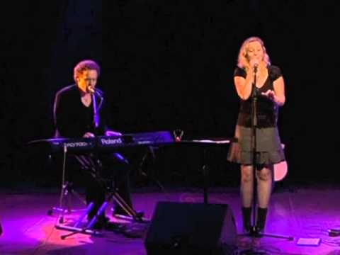 Anneke van Giersbergen & Danny Cavanagh, Parisienne Moonlight