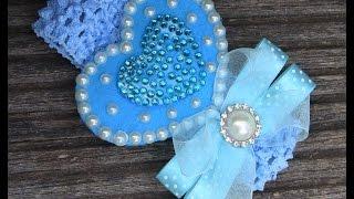 Coração em feltro com pérolas, cristais e laço – Passo a Passo
