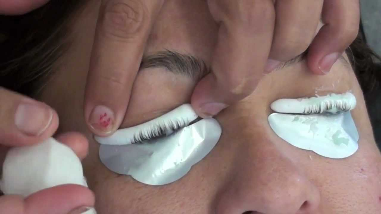 HOW TO PERM AND CURL SHORT EYELASHES - YouTube