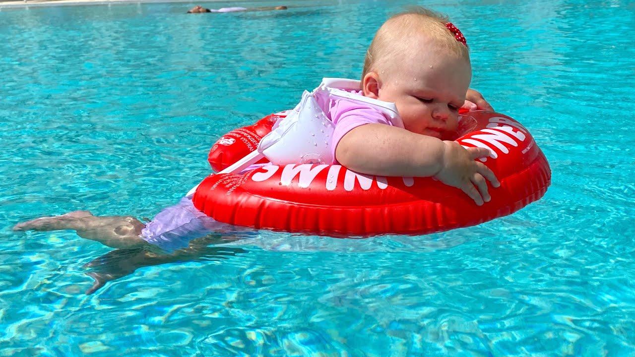 Наоми учится плавать. Новый круг