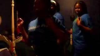 Uz DANCiNG T0 SHE G0T iT