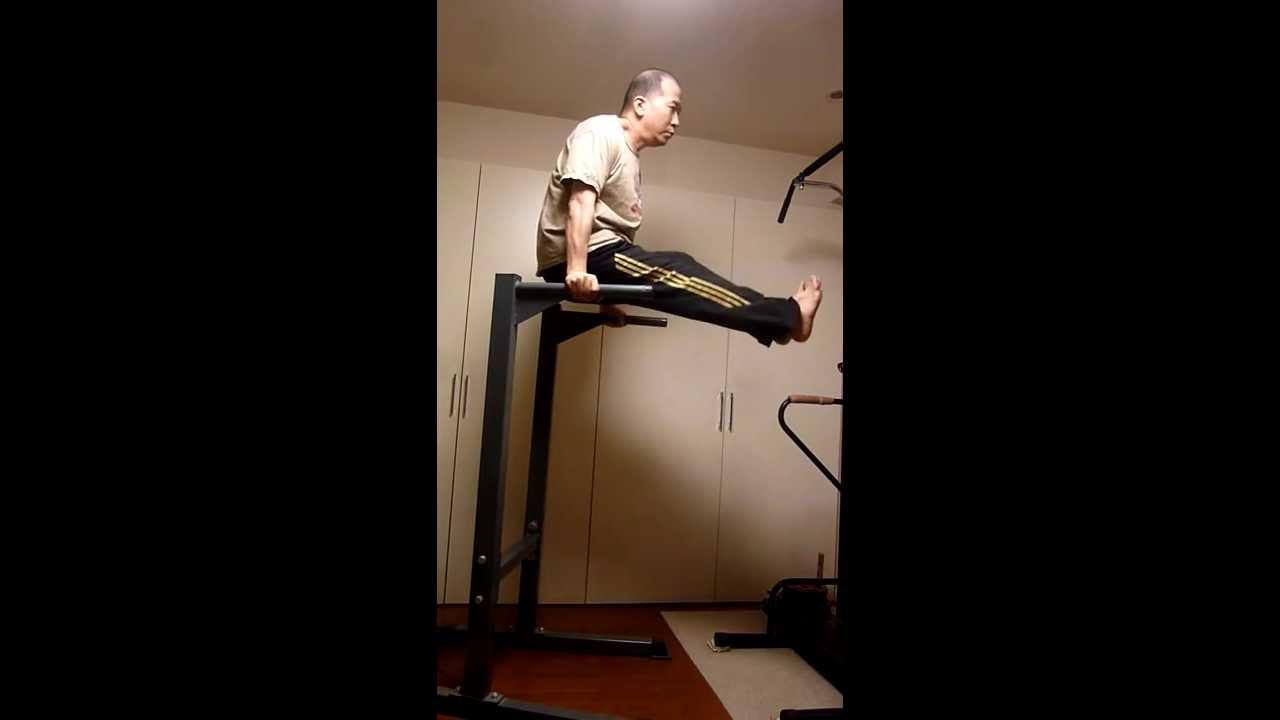 Captains chair leg raise muscles worked - Dip Bar Leg Raises