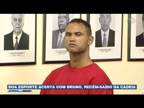 Goleiro Bruno anuncia volta ao futebol