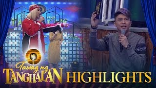 Tawag ng Tanghalan: Vice Ganda scolds Vhong for passing by while he is talking