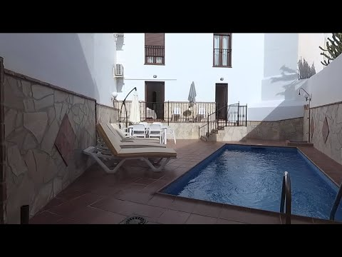 Nerja Town centre 3 bed. apartment with private pool