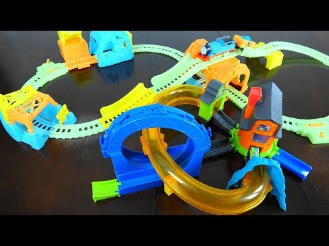 Thomas & Friends Glowing Mine Set VS Boost N Blast Stunt Set
