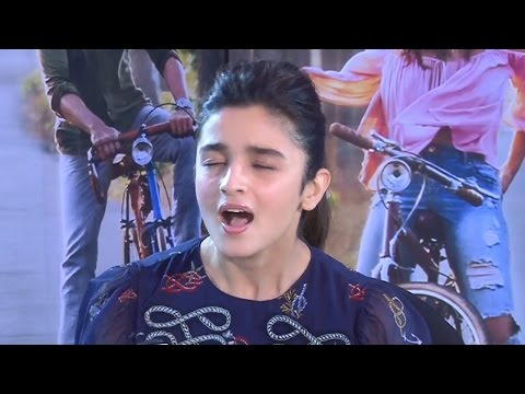 Alia Bhatt Singing Love You Zindagi Song | Live Performance