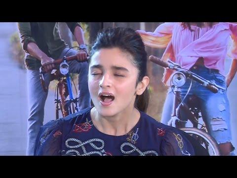 Alia Bhatt Singing Love You Zindagi Song | Live Performance