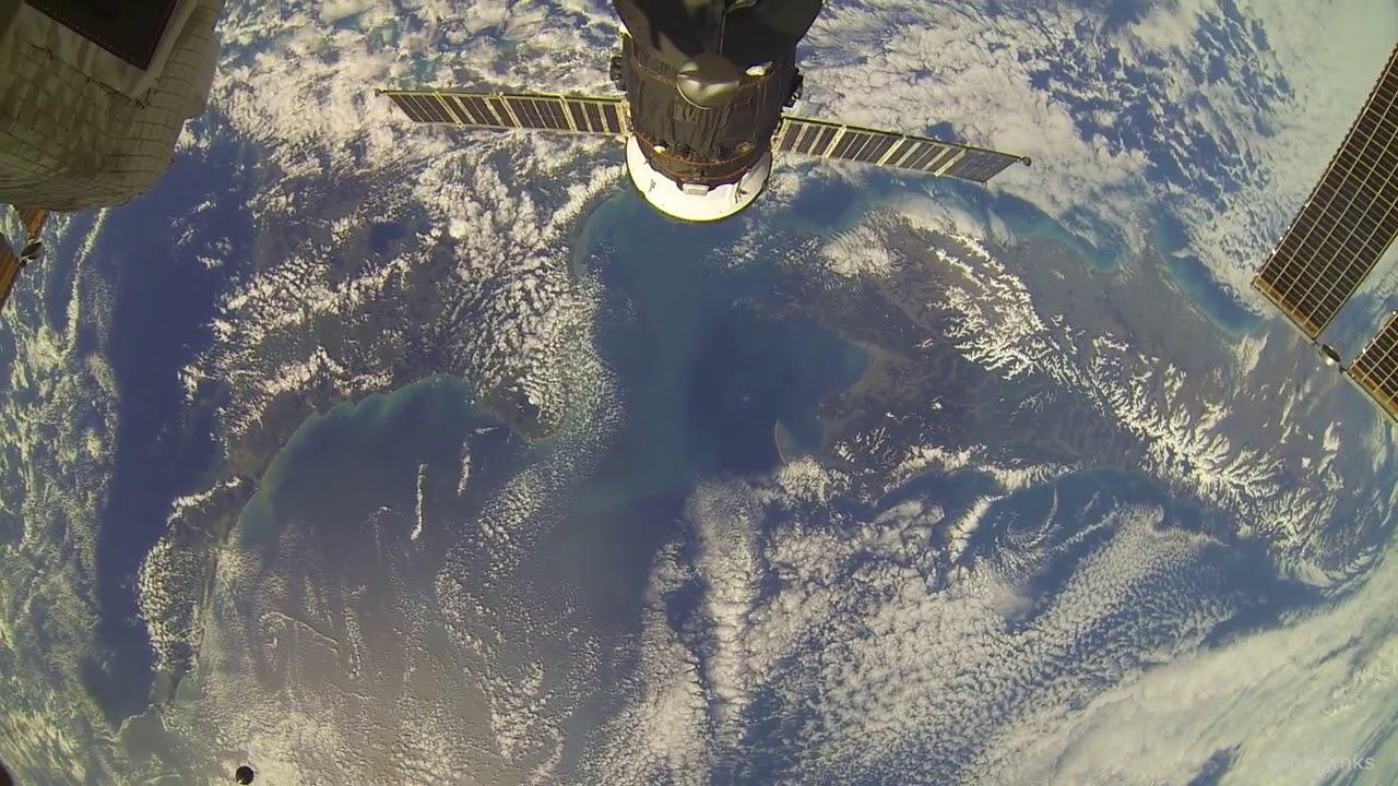 Пролетаем над Новой Зеландией (вид из космоса)