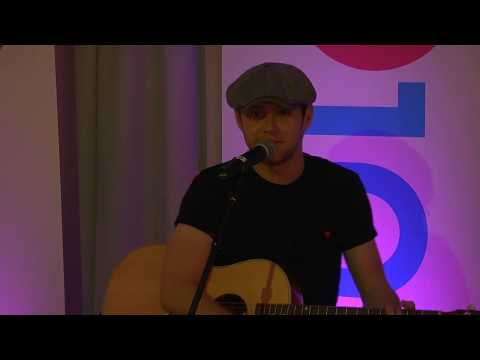 Niall Horan Performs This Town & Slow...