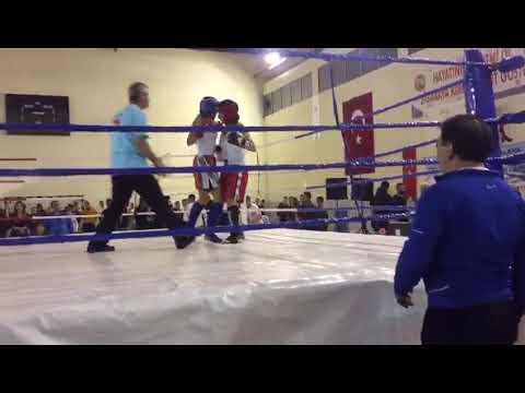 İzmir'de Yapılan Kick Boks Profesyonel Gala Maçında Hatice Arslan Şampiyona olduğu maçın tamamı