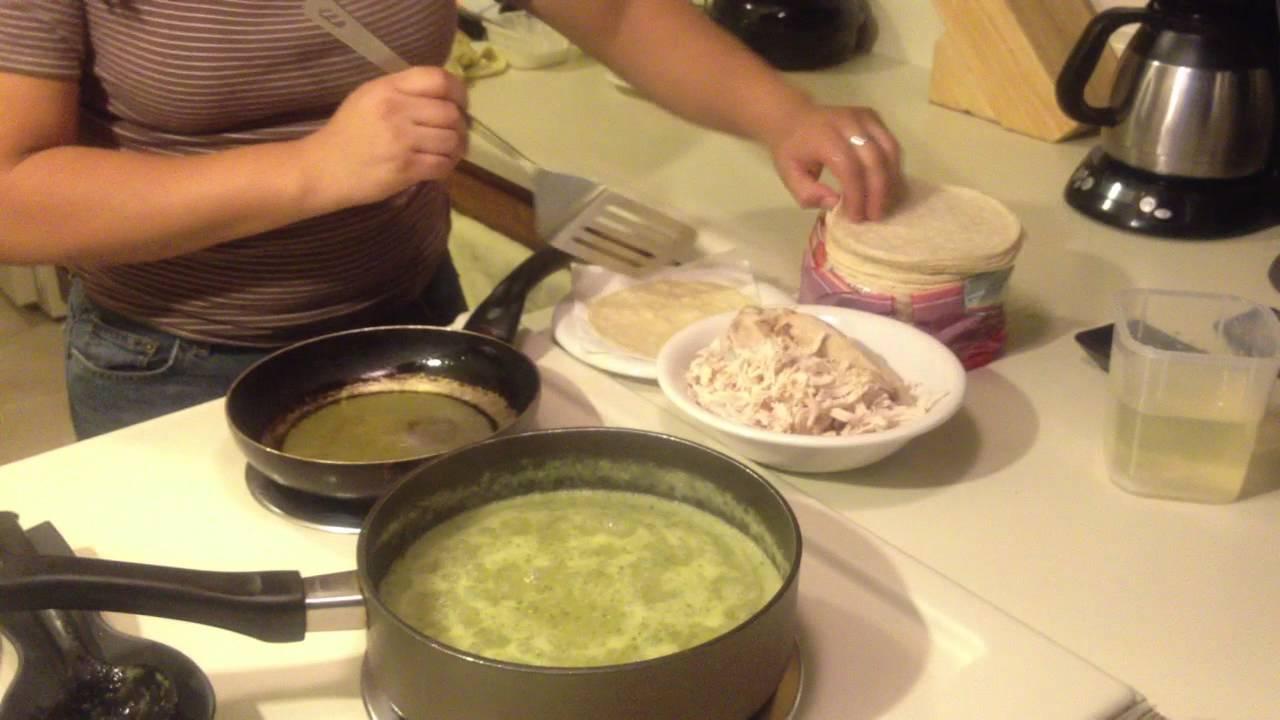 Cocina mexicana: Enchiladas verdes - YouTube