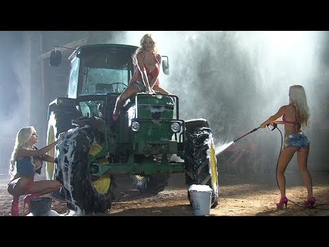 John Deere Goes To The Car Wash