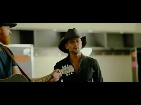 "Backstage at Soul2Soul: Tim McGraw and Eric Paslay cover George Strait ""Unwound"""
