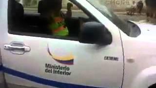Policía nacional del Ecuador borrachos, pegandose sus tragos