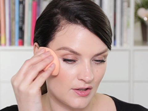 Miracle Complexion Sponge Tutorial: How To Apply, Wet & Dry | Real Techniques