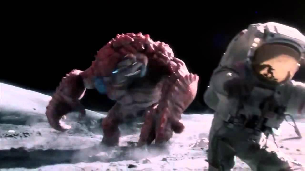 Monstruo ataca a astronautas en la luna [Genial] - YouTube