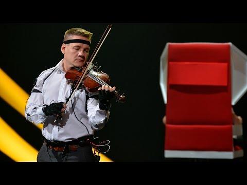 «Удивительные люди». Михаил Макаров. Определяет мелодию по движению смычка