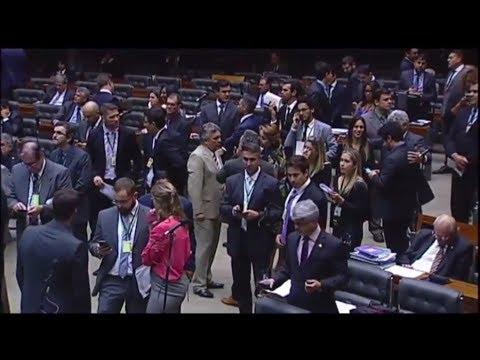 Segurança no RJ: Congresso aprova criação de cargos - 15/05/2018
